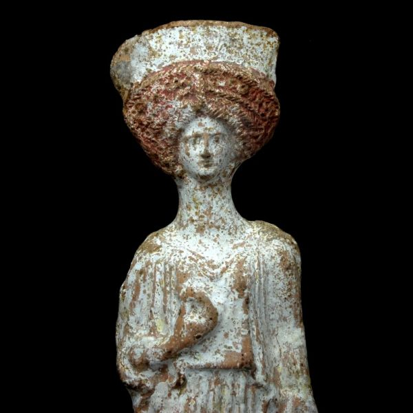 Boeotian Terracotta Statue of a Woman Detail
