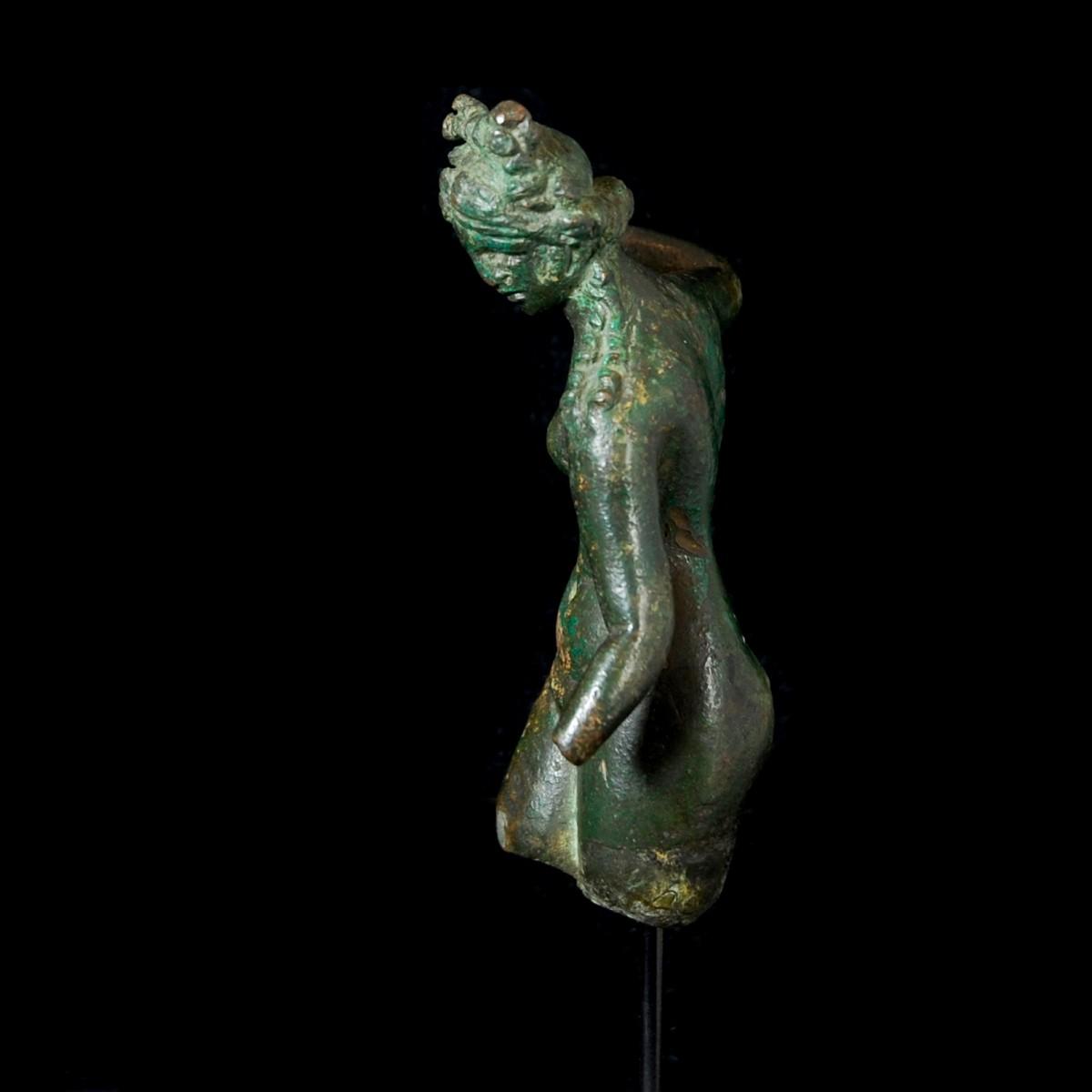 Roman Bronze statuette of Venus fragment half right