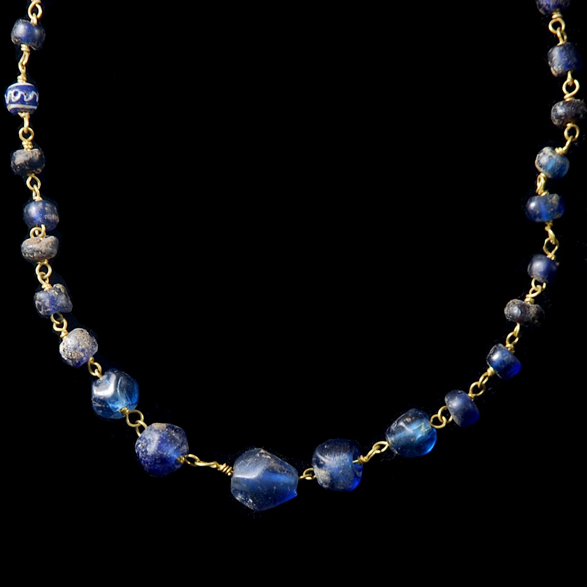 Roman gold necklace blue glass beads detail