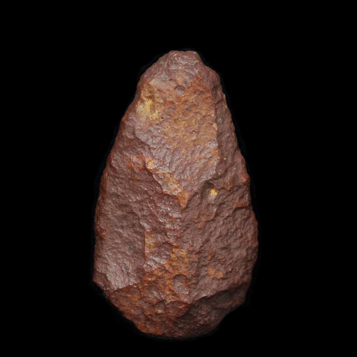 Hand axe 9 x 5 cm