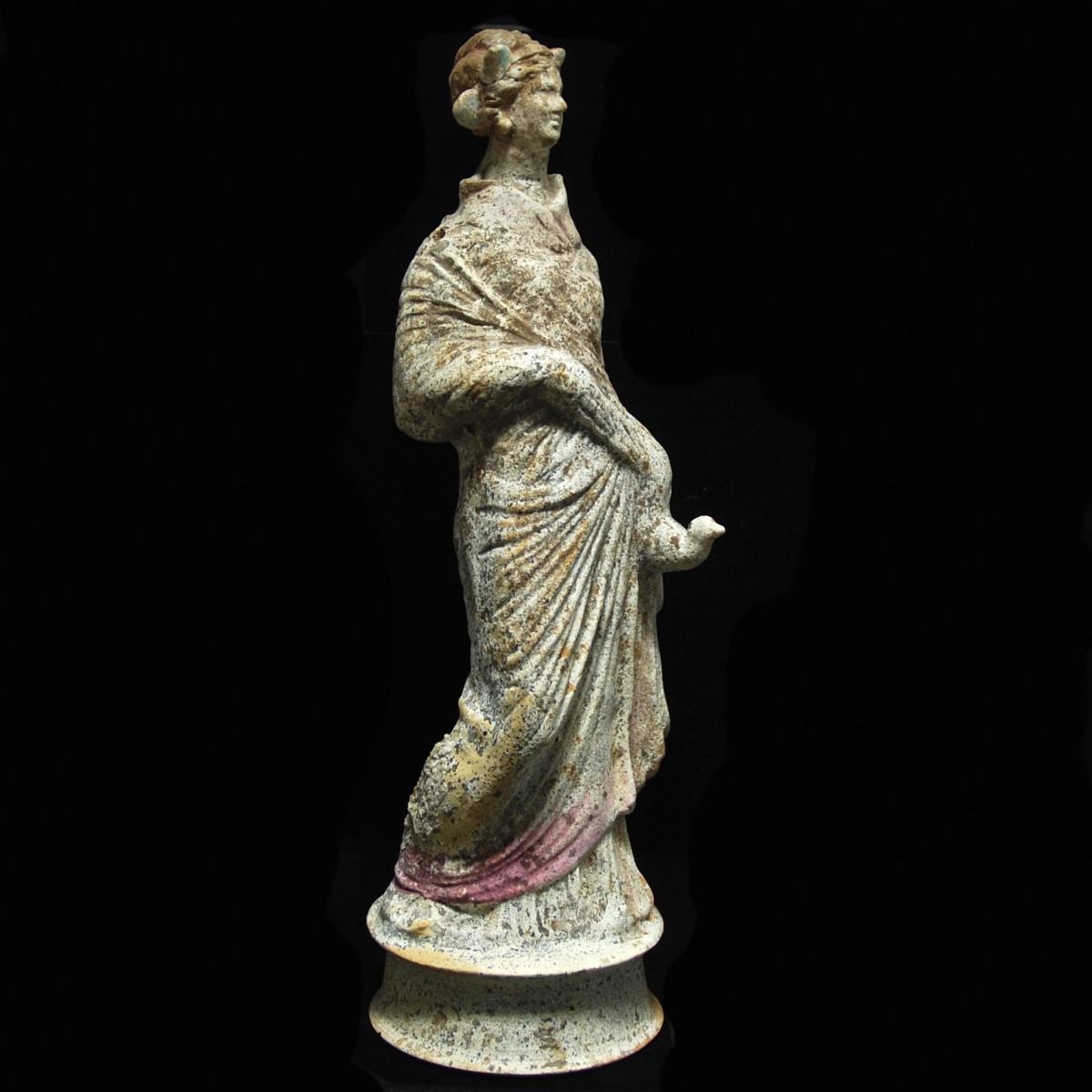 Hellenistic terracotta female statuette Canosa right