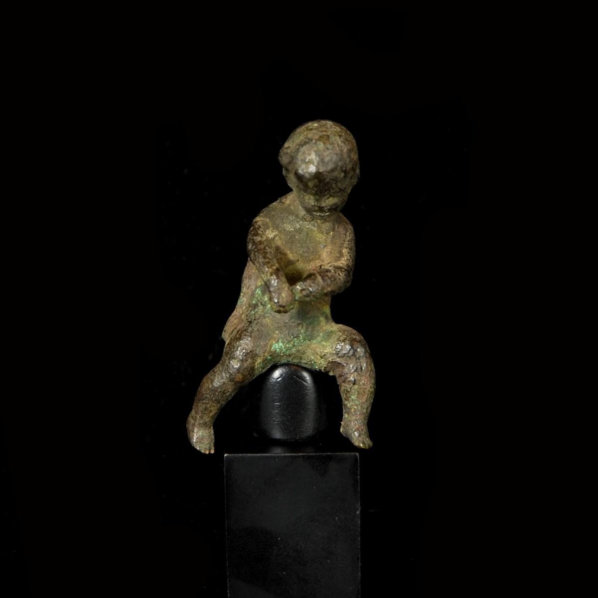 Riding amor statuette