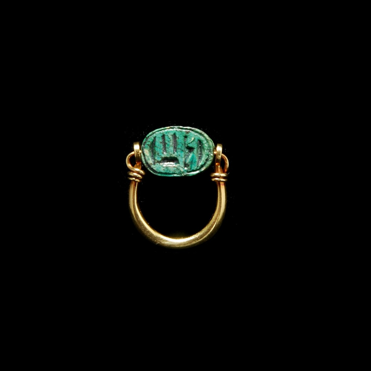 Egyptian goldring with scarab base