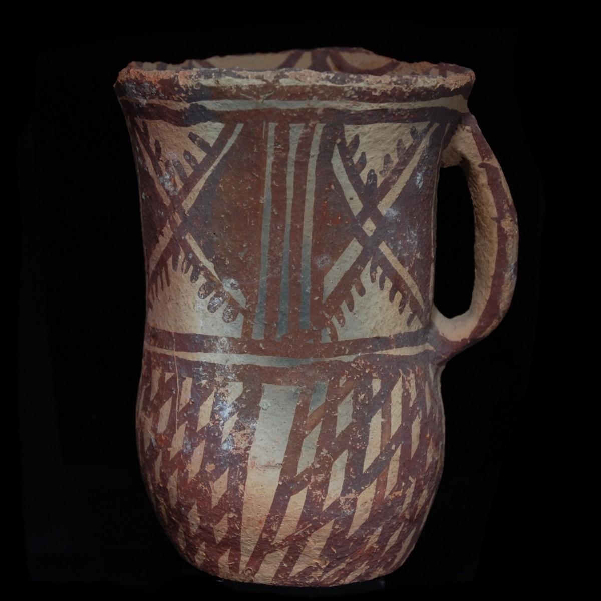 Early helladic terracotta tankard left