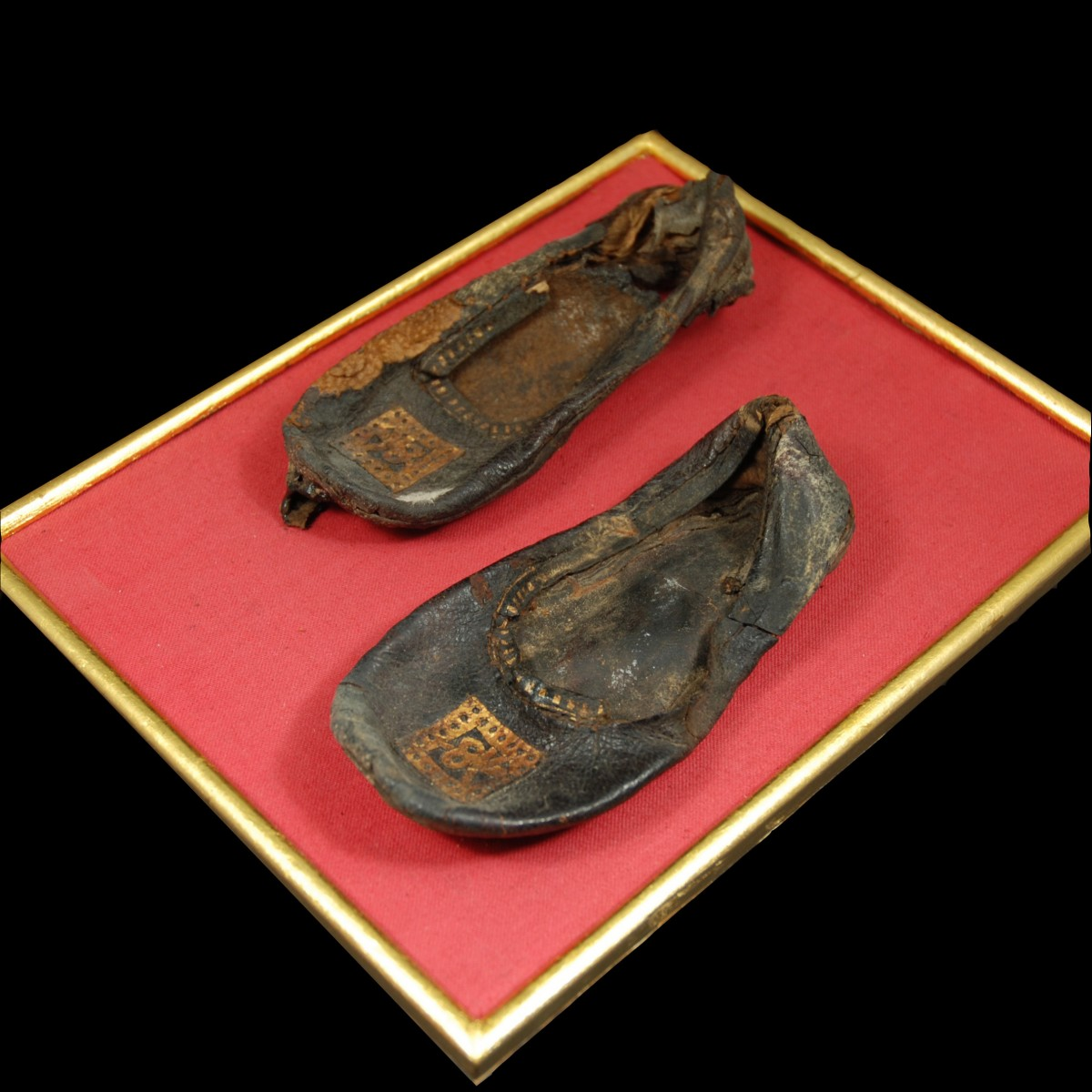 Coptic leather shoes with gilding