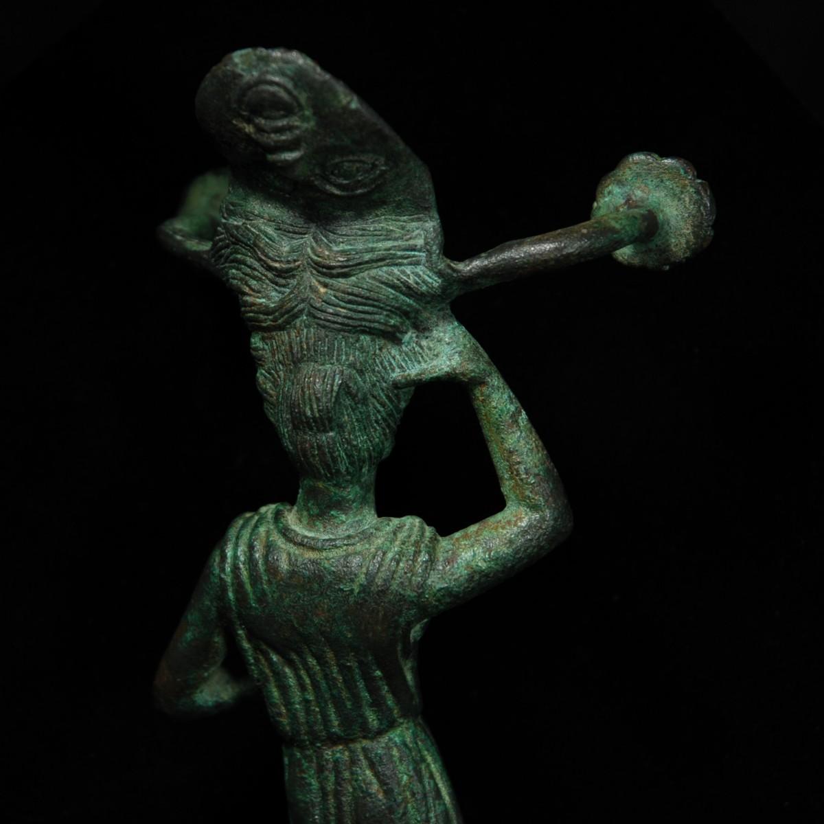 Etruscan bronze patera handle back detail