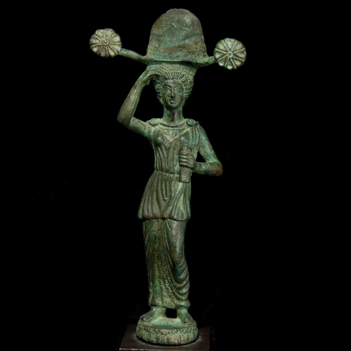 Etruscan bronze patera handle top