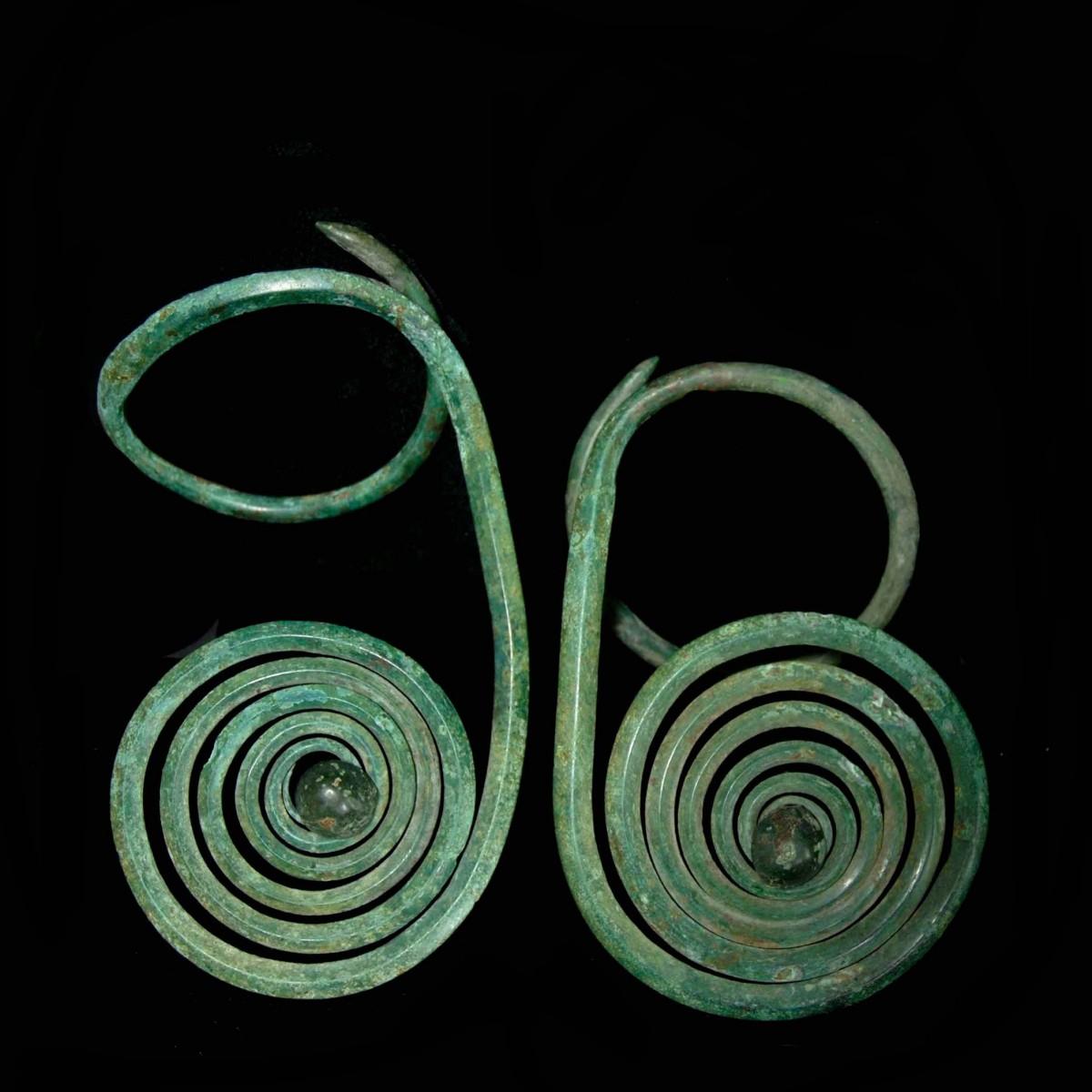A pair of Bronze Age arm spirals Leopold