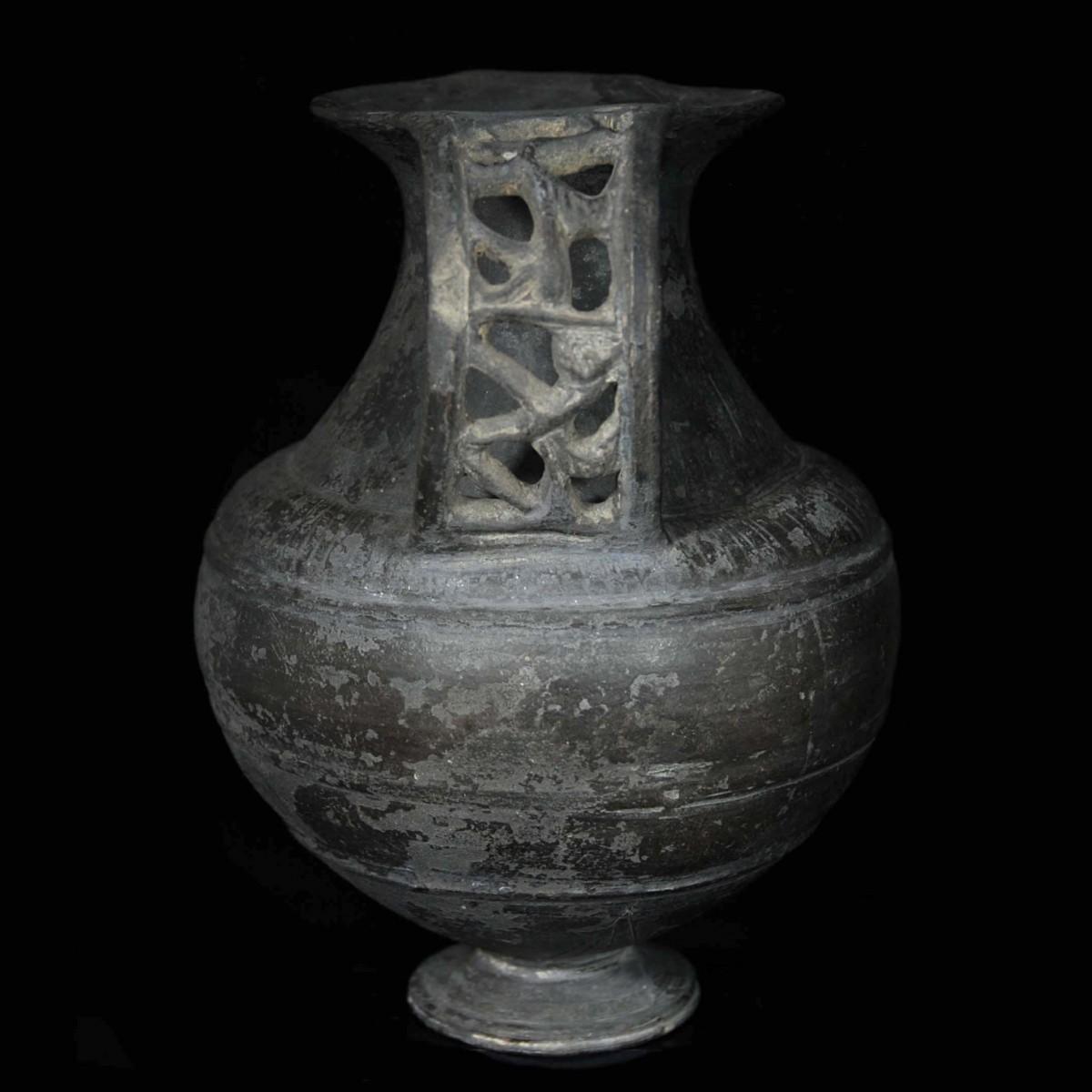 Etruscan Bucchero Ware amphora side II
