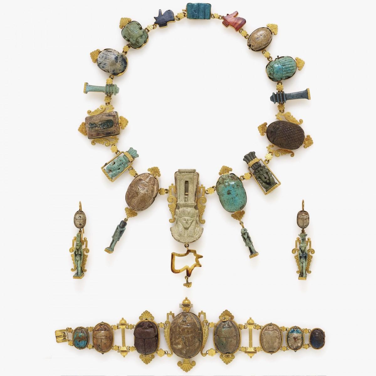 Egyptian jewelery set with amulets