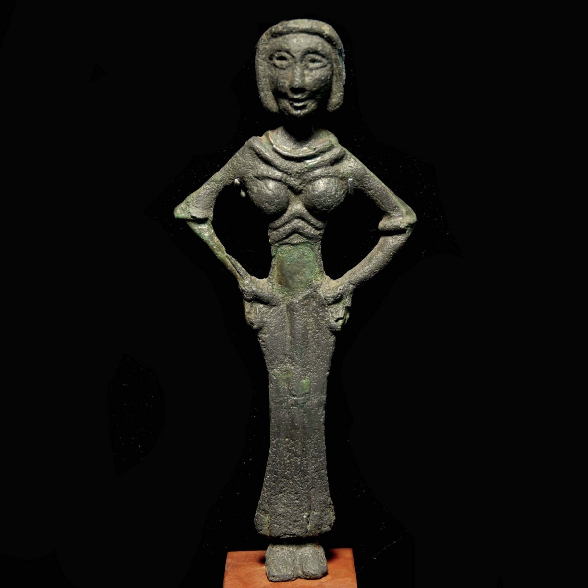 Syrian female Bronze statuette of a fertility goddess