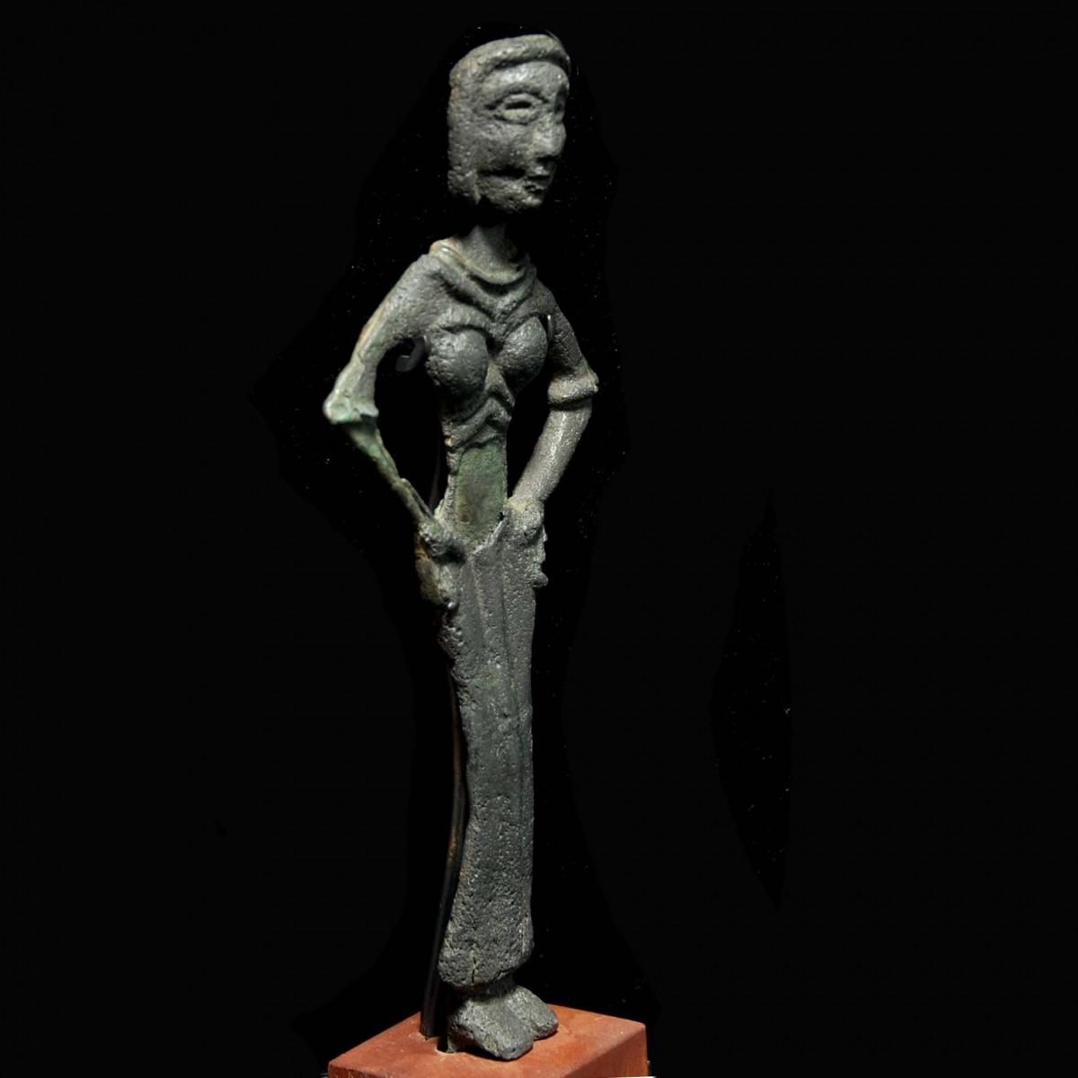 Syrian female statuette of a fertility goddess half right