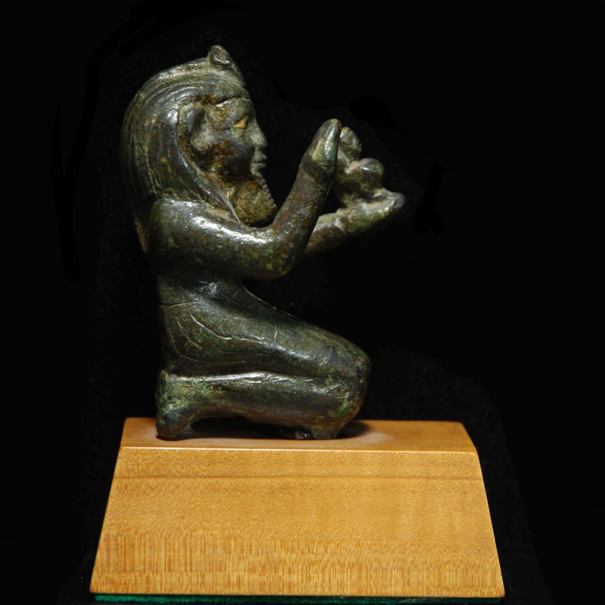 Egyptian Bronze statue of the kneeling pharaoh Taharqa right