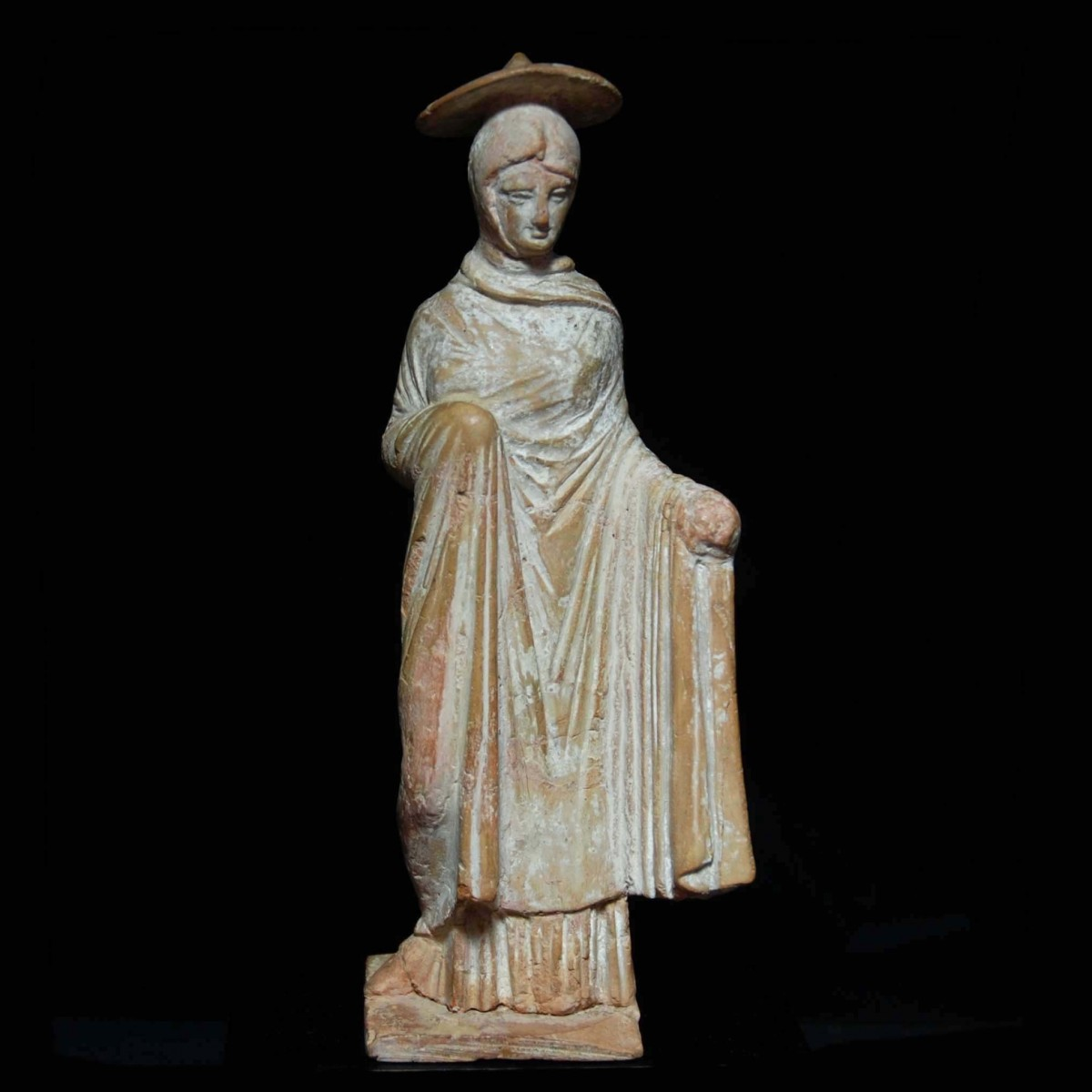 Tanagra statuette of a woman with sun hat front