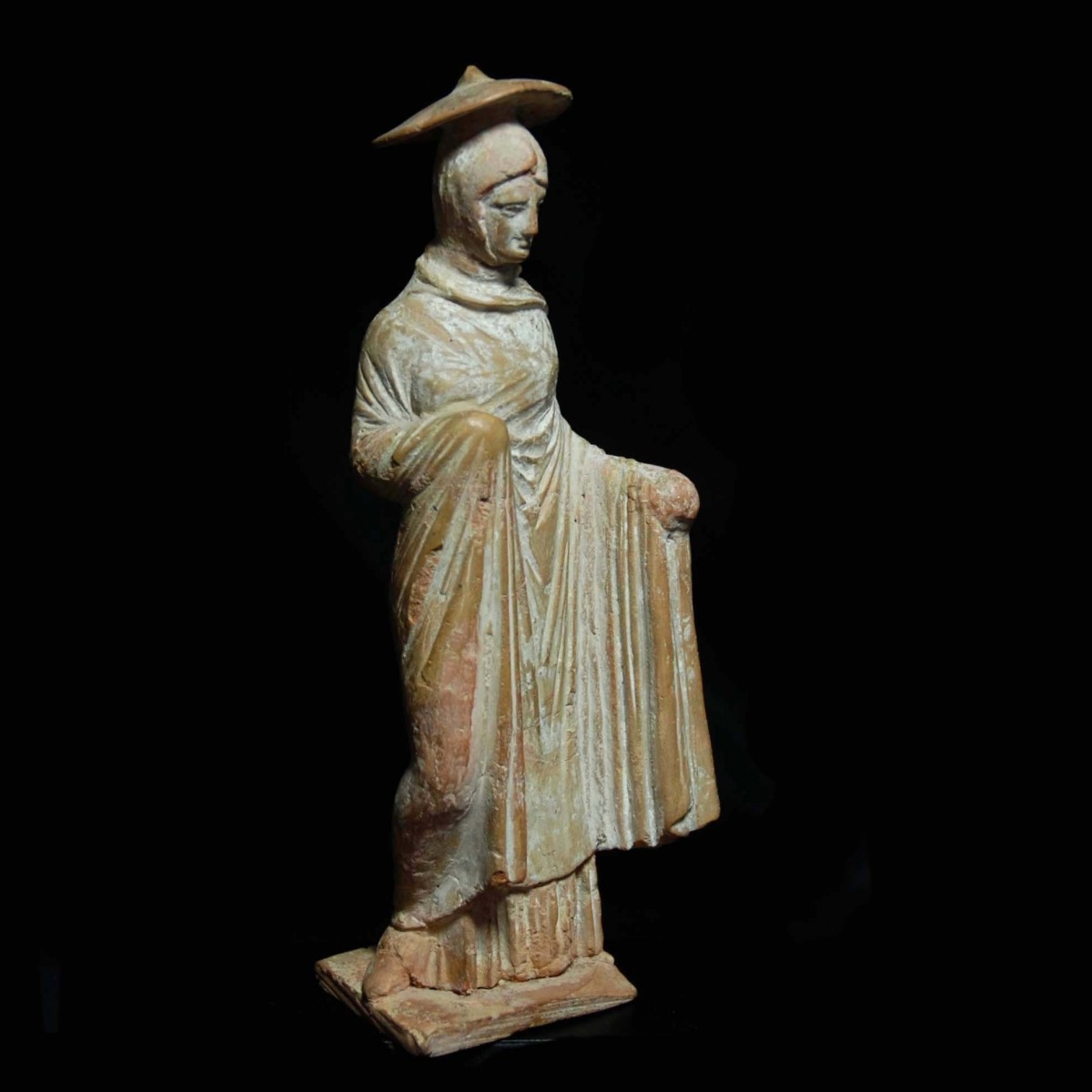 Tanagra statuette of a woman with sun hat half right
