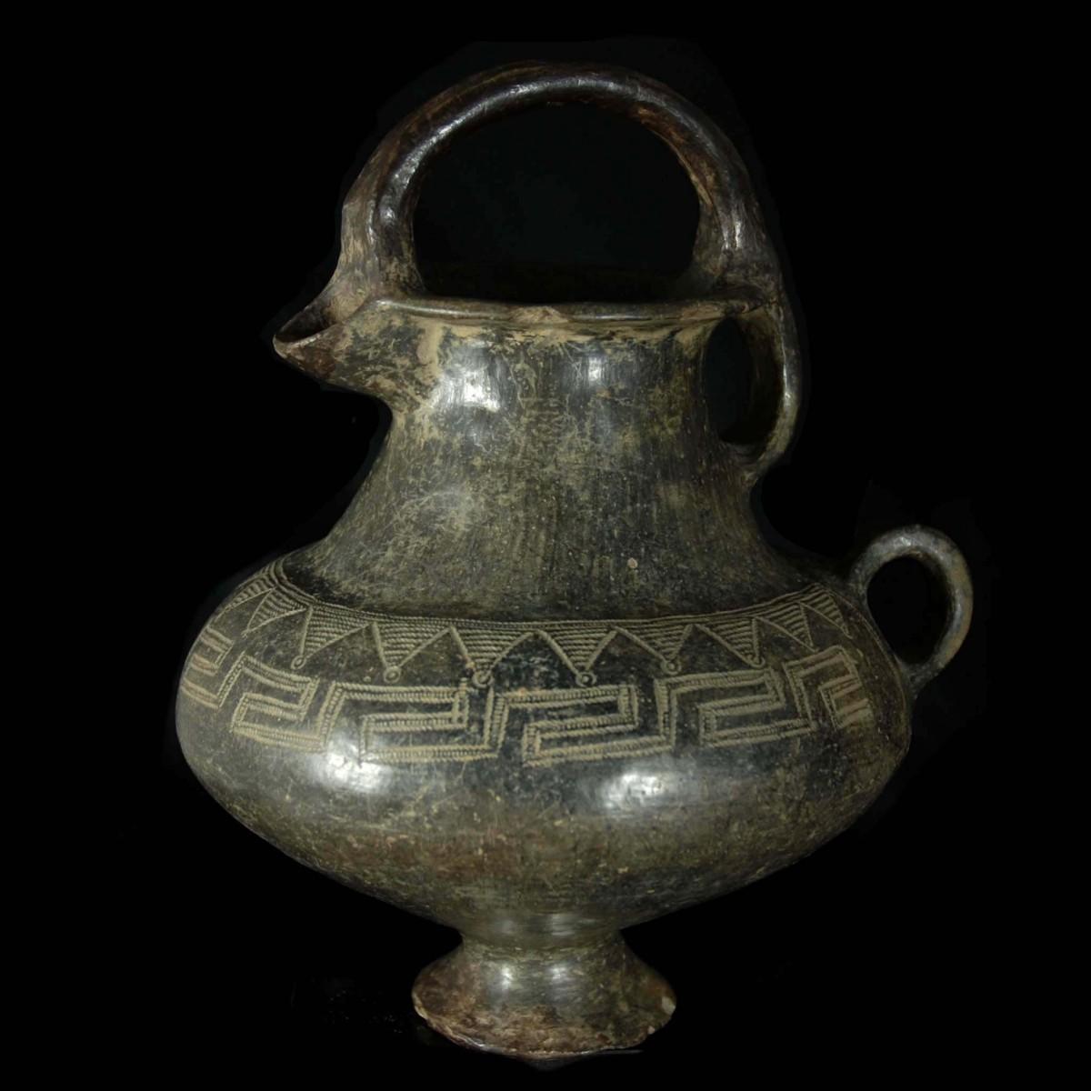 Villanova stirrup jar left